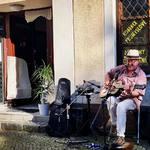 Dnes se otevírá nové Montessori centrum v Hlučíně. A blues nesmí chybět 😎  . #hlucin #hlučín #montessori #montessoricesko #blues #acousticmusician #kytarista #bluesman #ceskeblues #retroblues_cz
